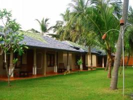 Горящие туры в отель Carolina Beach 3*, Маравила, Шри Ланка