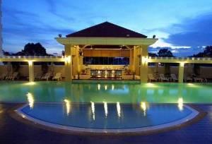 Горящий тур Equatorial Hotel - купить онлайн