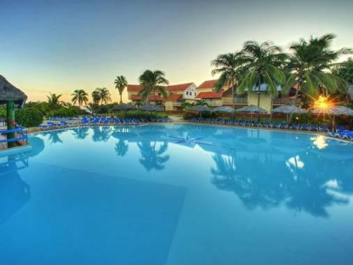 Отель Breezes Bella Costa 4*,  - фото 4