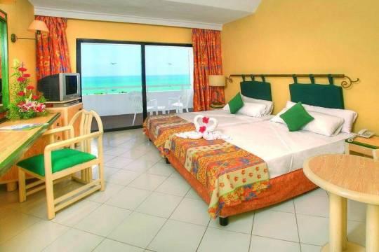 Отель Breezes Bella Costa 4*,  - фото 6