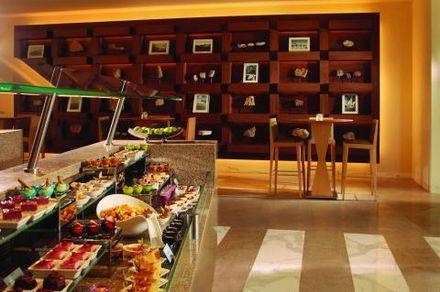 Отель Al Ain Rotana 5*,  - фото 11